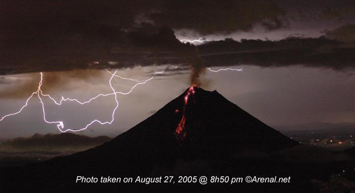 arenal-volcano-lightning.jpg