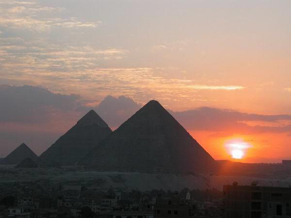 http://www.zunal.com/myaccount/uploads/pyramids_and_sun.jpg